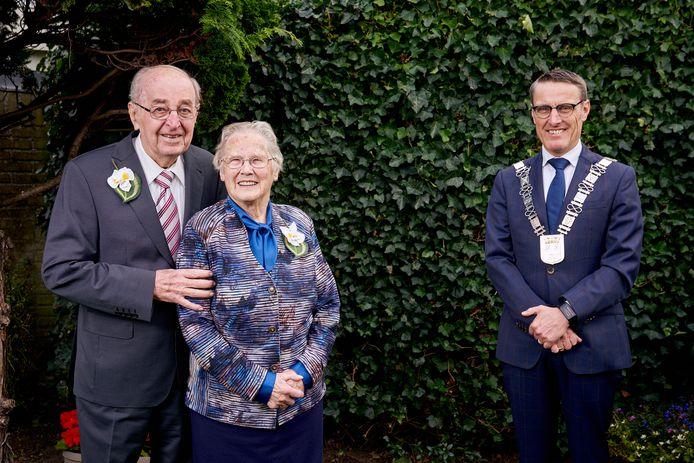Annie en Harrie Aarts - van de Laar zijn 70 jaar getrouwd.