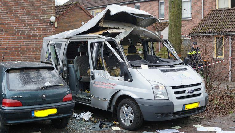 In Lichtenvoorde (Gelderland) werd een bestelbus opgeblazen met zwaar illegaal vuurwerk. Beeld ANP