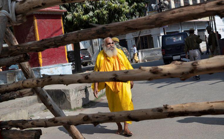 In Ayodhya zijn veiligheidsmaatregelen getroffen in aanloop naar de uitspraak van de Hoge Raad. Beeld REUTERS