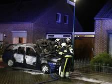Auto in brand gestoken bij slepende burenruzie