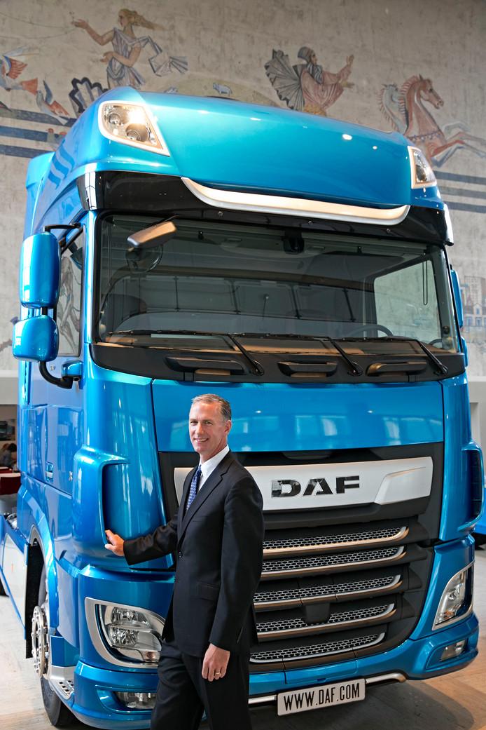 Preston Feight bij de vernieuwde DAF in Eindhoven.