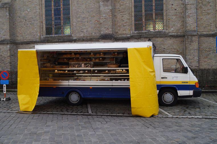 Werken voor de deur? Bakkerij 't Krokantje lost het op met een tweedehands broodkraam op de markt.