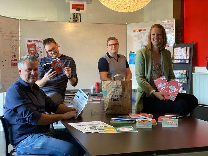 Van links: mede-oprichter Wim Verheye, redacteur Tom, sales manager Diede en medemanager Vanessa Vyvey.