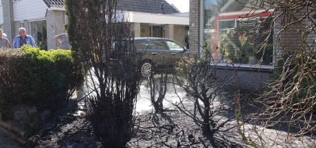 Onkruid weghalen met gasbrander loopt slecht af: halve Hardenbergse voortuin in de fik