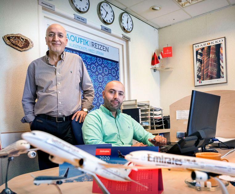 Bader Taoufik met zijn vader Hamid, die het reisbureau in 1992 opende en tot 2015 runde. Beeld Werry Crone