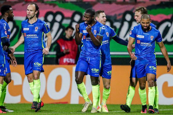 TOP Oss won de laatste wedstrijd voor de winterstop met 0-1 van NEC, dankzij een treffer van Kyvon Leidsman (midden).