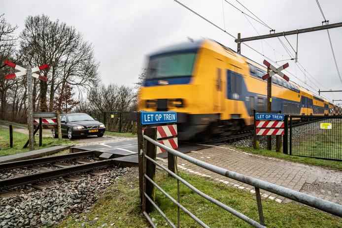 De spoorwegovergang aan de Oude Allee in Olst.