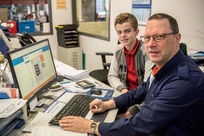 Rens Gijsel van het Reynaertcollege loopt een dag mee met monteur Peter Torbijn