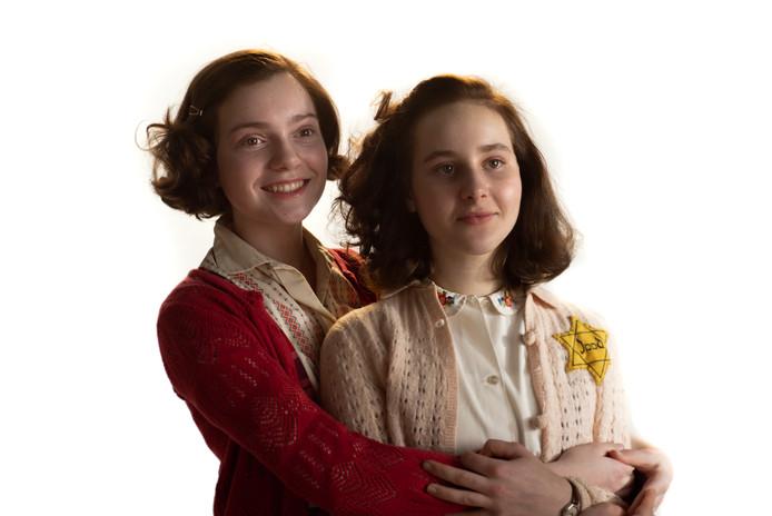 Josephine Arendsen speelt Hannah Goslar en Aiko Beemsterboer speelt Anne Frank