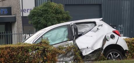 Ravage door botsing met twee auto's in Tilburg