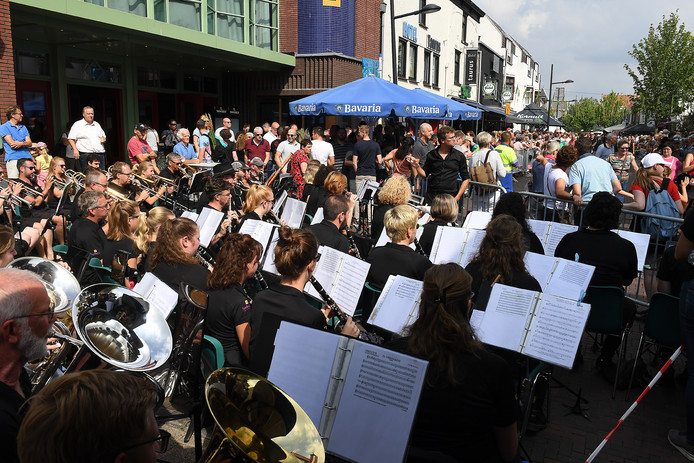 Het optreden van het Vierdaagse Orkest in Cuijk.