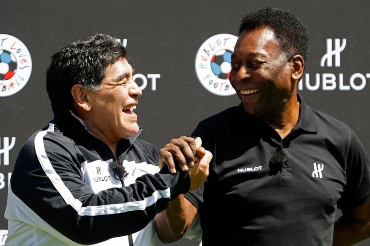 Maradona met Pelé.