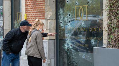 """Vitrine van Antwerp-hooligan die maats """"verklikte"""" met twintigtal kogels doorzeefd"""