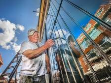 Meesterschilder Rooie Ruud doet minstens dertig jaar met zijn kwasten: 'Dit soort vakwerk sterft uit'