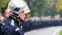 """Indrukwekkend afscheid van twee brandweermannen met lange erehaag: """"Zondag samen vertrokken uit deze kazerne, vandaag weer samen thuis"""""""