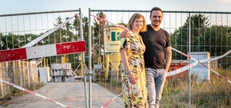Gemeente dreigt droomhuis van Flip en Brenda te verpesten, nog vóór het gebouwd is