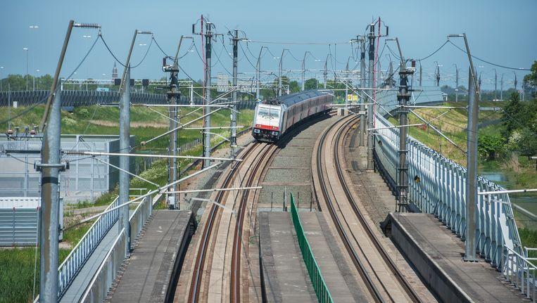 De HSL-lijn bij Hoogmade. Beeld Raymond Rutting
