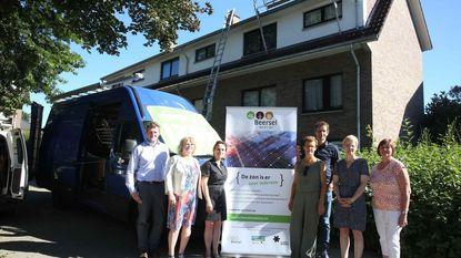Donoren sponsoren zonnepanelen op sociale woning