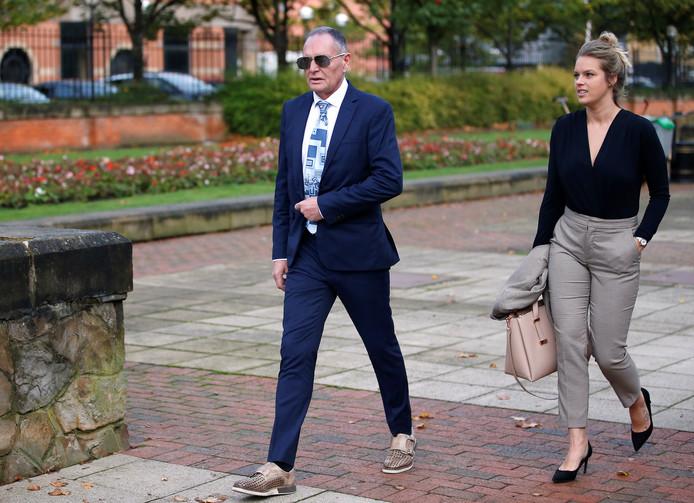 Ex-voetballer Paul Gascoigne is met zijn advocate op weg naar de rechtbank van Middlesbrough.
