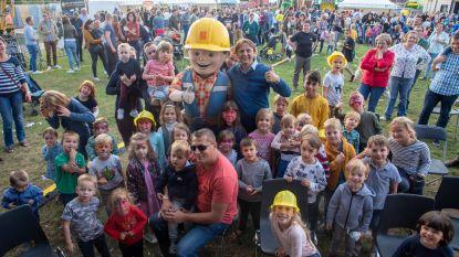 Iedereen Bob de Bouwer op Feest van burgemeester in Serskamp