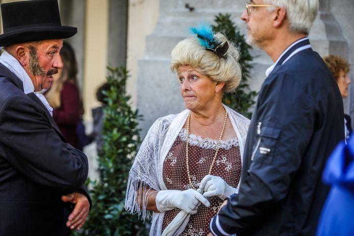 Heel wat figuranten tooiden zich in de typische 19de-eeuwse klederdracht.