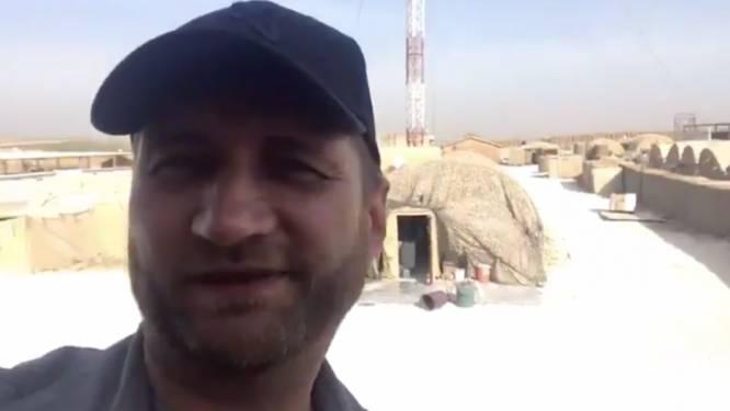 De machtswissel in Syrië in één beeld: Russische huurling poseert in haastig verlaten Amerikaanse legerbasis