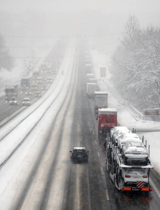 De afgelopen dagen hebben de Oostenrijkse wegen te maken met gladheid en sneeuwoverlast.