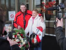 Zieke zanger 'Hand in Hand' krijgt hartverwarmende verrassing van Feyenoord