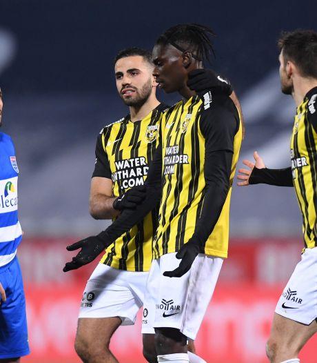Vitesse grijpt naast koppositie na dramatische avond bij PEC Zwolle