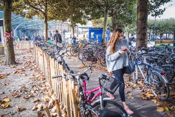 Gent, chaos van fietsen op het Maria Hendrikaplein
