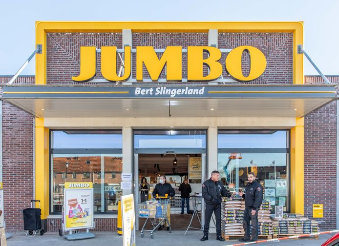 De Jumbo-supermarkt in Sint-Annaland ging woensdag na ruim twee weken verbouwen weer open.