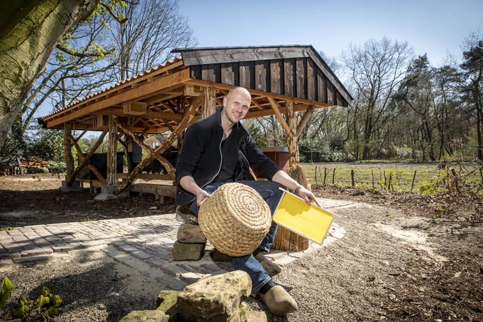 Bij Hoeve Springendal is onlangs een bijenstal geplaatst. Een geweldige toevoeging volgens ondernemer Walter Brunninkhuis.