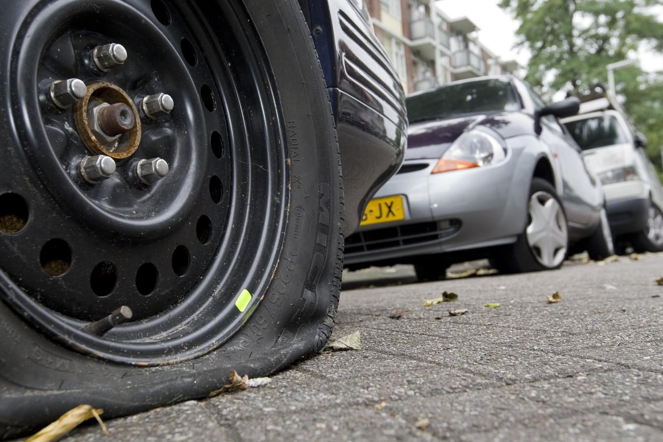 Meerdere Banden Van Autos Lekgestoken In Den Bosch En Sint