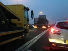 Ongeluk met drie auto's zorgt voor file op A50 bij Veghel