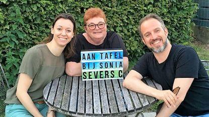 Christophe Severs en Liesje Borremans gaan met Sonia D'Ours 'Aan Tafel' op Radio Victoria