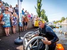 Ruim 25 mille voor kankeronderzoek bij elkaar gezwommen in Kop van Overijssel; 'Heldenzwemmers verbinden regio'