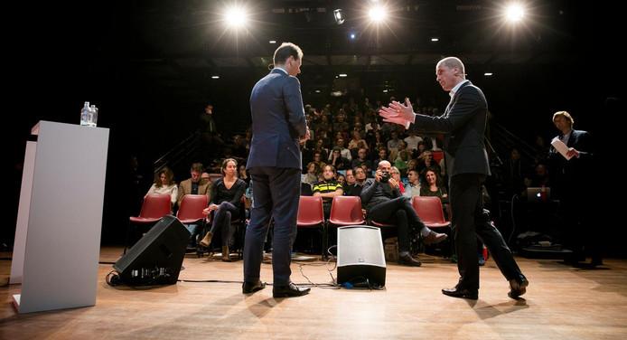 Asscher en Samsom op het podium van het Theater de Vaillant