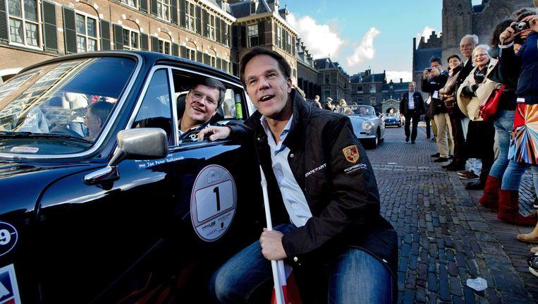 Oud-premier Balkenende (links) en huidige premier Rutte in oktober 2012 tijdens een liefdadigheidsevenement Beeld EPA