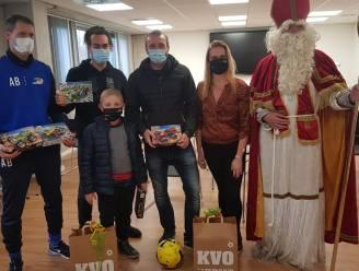 """Kankerpatiëntje Thibault (8) krijgt warm onthaal bij KV Oostende: """"Wat een prachtige geste van de club van zijn hart"""""""