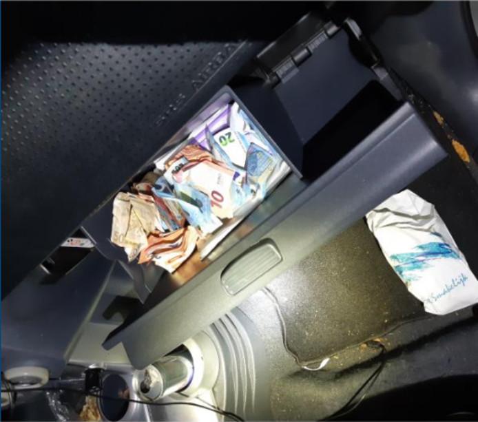 1000 euro briefgeld in auto van Bredanaar.
