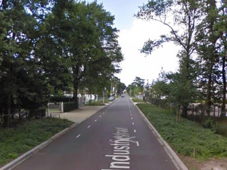 Vrouw (28) naar ziekenhuis door ongeluk met aanhanger in Rucphen