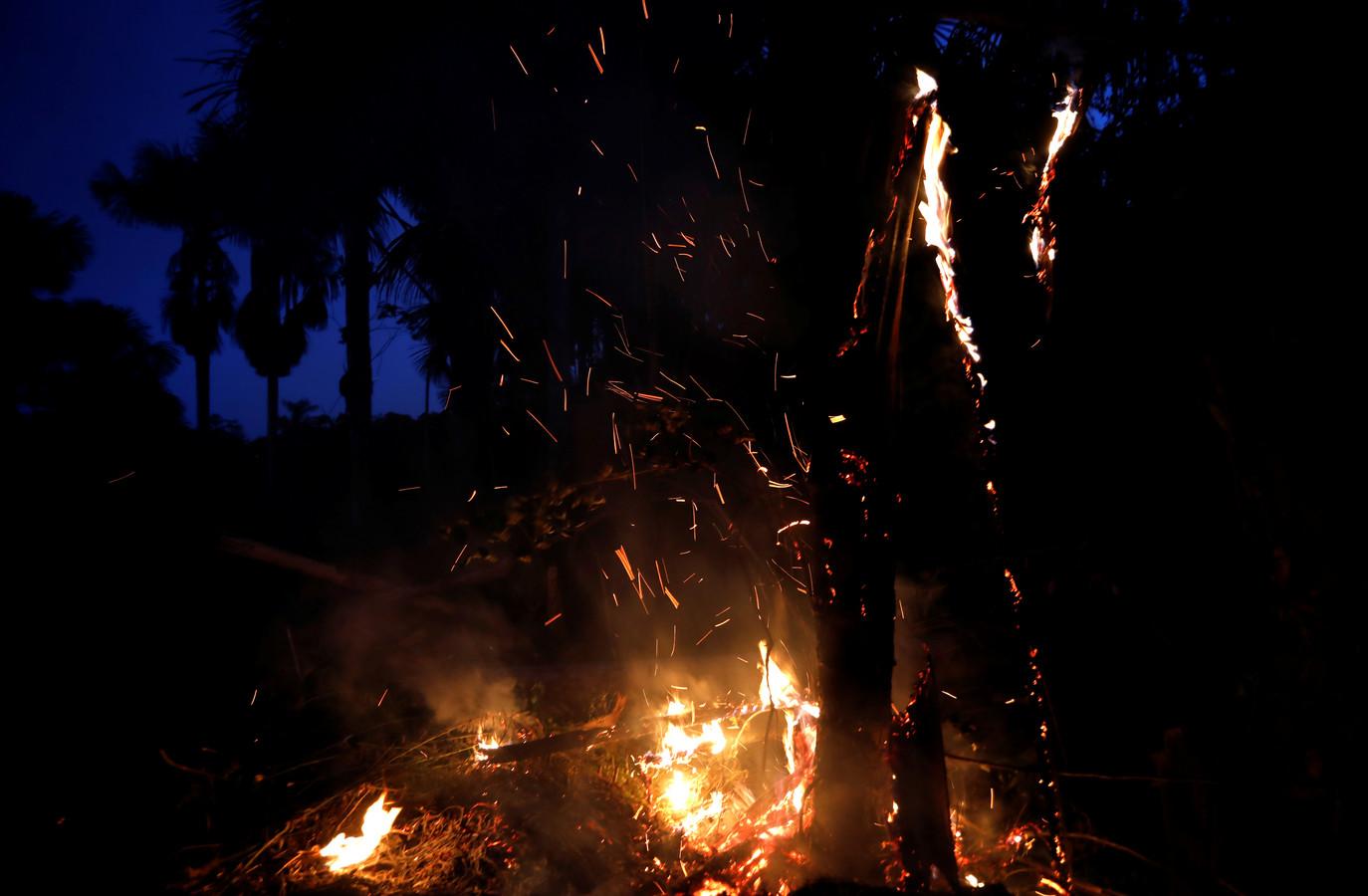 Een brandhaard in de buurt van Iranduba, Brazilië.