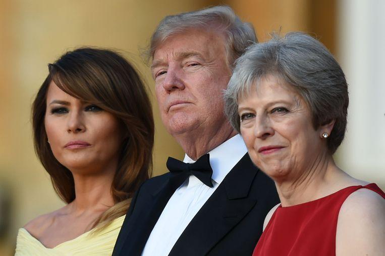 De Trumps en Theresa May en haar echtgenoot Philip tijdens de welkomstceremonie op Blenheim Palace, de geboorteplaats van Winston Churchill.