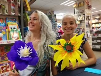 """'Madam crêpepapier' leert je strandbloemen maken: """"Trots dat mijn boek helpt om deze mooie traditie in ere te houden"""""""
