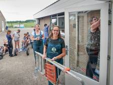 Duo uit Lithoijen en Teeffelen verruilt gemeentehuis en school voor De Scharrelboerderij