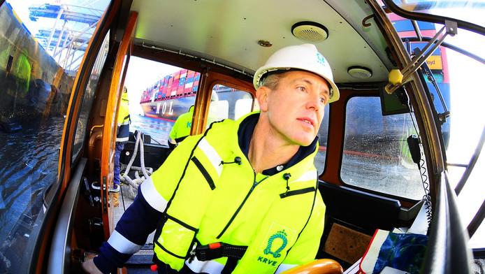 Erik de Neef werkt af en toe nog op het water. ,,Als voorzitter zit ik vooral op kantoor.''