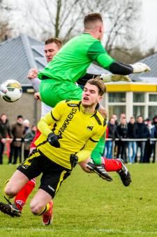 Overzicht amateurvoetbal: Dussense Boys wint doelpuntrijke derby, Berkdijk -WSJ gestaakt na vechtpartij met ijzeren staaf