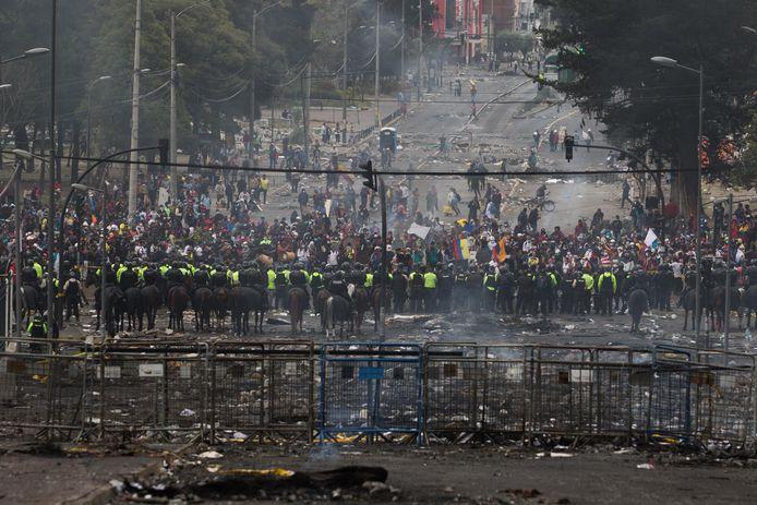 Ook zondag kwam het in de Ecuadoraanse hoofdstad Quito tot rellen tussen de betogers en de oproerpolitie.