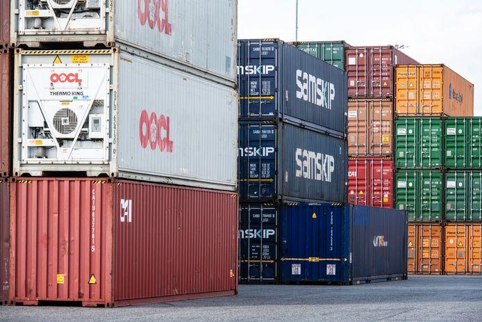 In Brabant worden steeds meer containers over het water vervoerd.