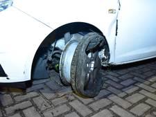 Automobiliste laat veel schade achter in Zuilen